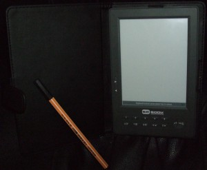 Bebook with a pen for comparison
